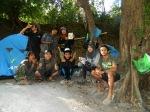 Pasukan Kere Hore: Dari kiri, atas: Erik, Joko dan pacarnya Gandoer; bawah: Nurdin, Avid, Omen, Elde dan saya