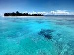 Pulau Kasa dengan airnya yang tenang dan terumbu karang yang merangsang [taken from Lenovo P780]